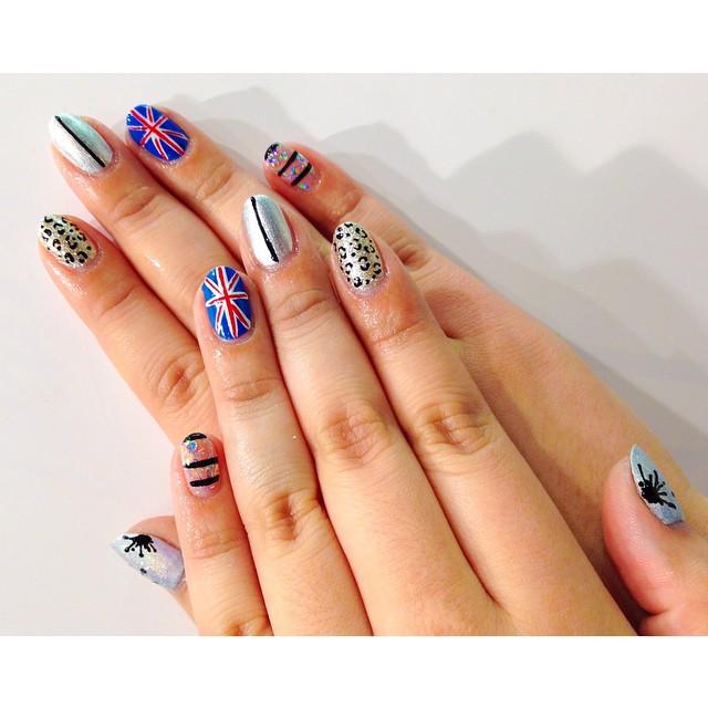 Amazingly Stylish Graphic Nail Designs
