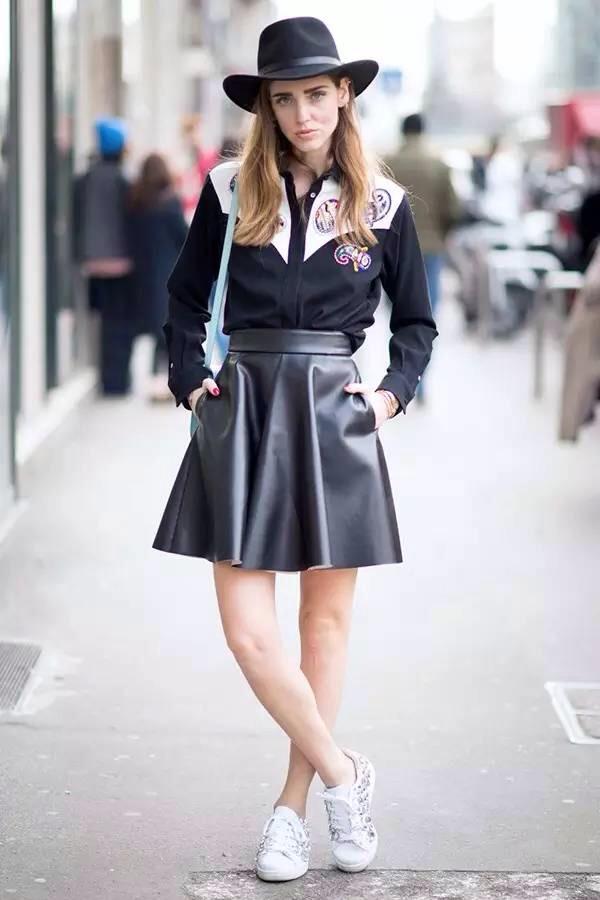 Chiara Ferragni, A line leather skirt