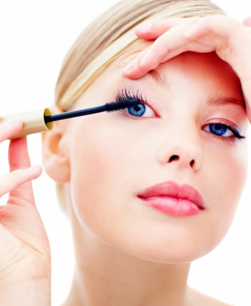 How to Wash Off Waterproof Mascara Easily