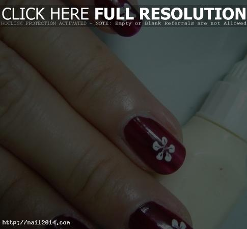 Simple Nail Floral Pattern Design